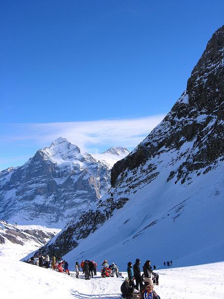 Foto: Andreas Koller / Schneeschuh Tour / Schneeschuh-Trail aufs Faulhorn (2681m) / Der Sattel am Gassenboden mit Blick zum Wetterhorn (3701 m) / 06.01.2009 23:32:18