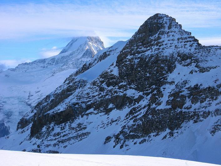 Foto: Andreas Koller / Schneeschuh Tour / Schneeschuh-Trail aufs Faulhorn (2681m) / Schreckhorn (4078 m) und das Simelihorn (2751 m) im Vordergrund / 06.01.2009 23:28:39