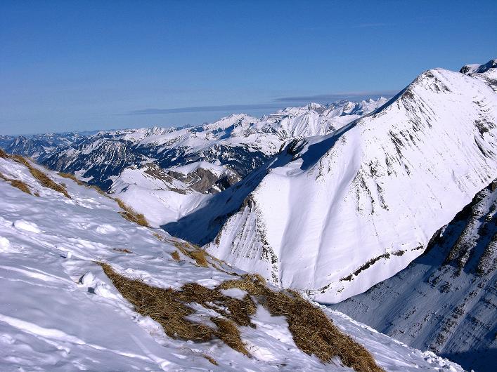 Foto: Andreas Koller / Schneeschuh Tour / Schneeschuh-Trail aufs Faulhorn (2681m) / Blick in die Urner Alpen / 06.01.2009 23:28:04