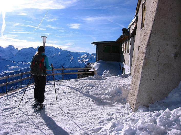 Foto: Andreas Koller / Schneeschuh Tour / Schneeschuh-Trail aufs Faulhorn (2681m) / Beim - im Winter geschlossenen - Berghotel Faulhorn / 06.01.2009 23:27:43