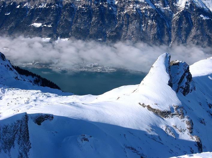 Foto: Andreas Koller / Schneeschuh Tour / Schneeschuh-Trail aufs Faulhorn (2681m) / Tiefblick auf den Brienzer See / 06.01.2009 23:26:27