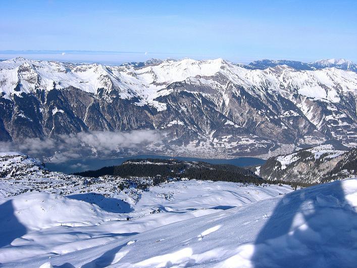 Foto: Andreas Koller / Schneeschuh Tour / Schneeschuh-Trail aufs Faulhorn (2681m) / Blick auf den Brienzer See / 06.01.2009 23:25:30