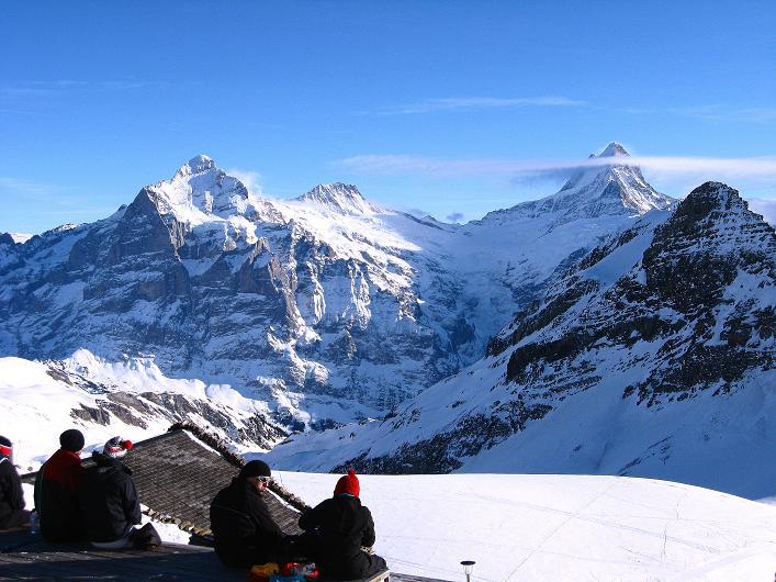 Foto: Andreas Koller / Schneeschuh Tour / Schneeschuh-Trail aufs Faulhorn (2681m) / Blick vom Berghotel Faulhorn auf Wetterhorn (3701 m), Bärglistock (3656 m), Schreckhorn (4078 m) / 06.01.2009 23:23:41