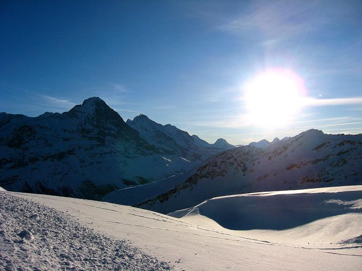 Foto: Andreas Koller / Schneeschuh Tour / Schneeschuh-Trail aufs Faulhorn (2681m) / Nochmals das Dreigestirn: Eiger (3970 m), Mönch (4109 m) und Jungfrau (4158 m) / 06.01.2009 23:14:33