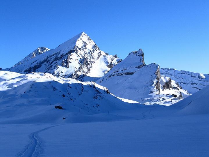 Foto: Andreas Koller / Ski Tour / Vom Gemmipass auf das Daubenhorn (2942 m) / Gemmipass mit Rinderhorn (3448 m) und Balmhorn (3698 m) / 08.01.2009 01:30:10
