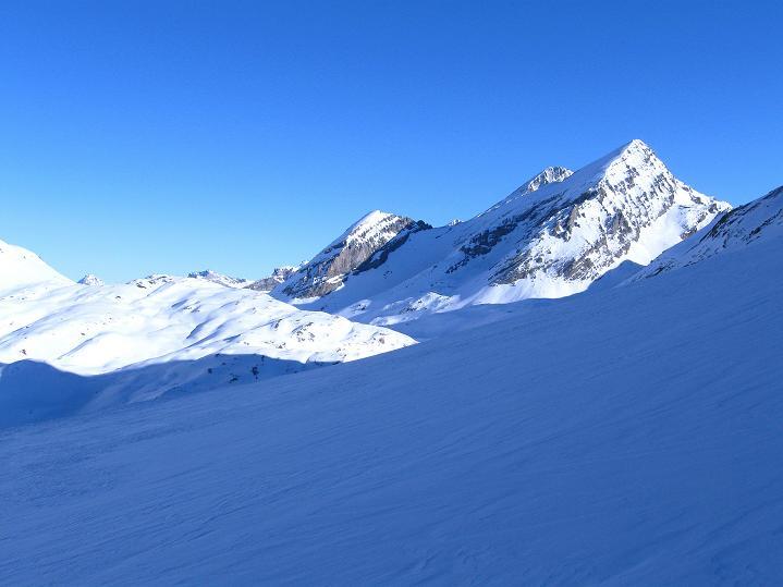 Foto: Andreas Koller / Ski Tour / Vom Gemmipass auf das Daubenhorn (2942 m) / Rückblick zum Gemmipass mit Rinderhorn (3448 m) und Balmhorn (3698 m) / 08.01.2009 01:27:42