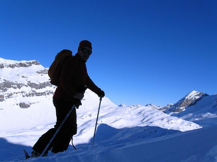 Foto: Andreas Koller / Ski Tour / Vom Gemmipass auf das Daubenhorn (2942 m) / Nach einem scharfen Linksbogen erreicht man eine Rampe, die gegen das Daubenhorn zieht. / 08.01.2009 01:27:08