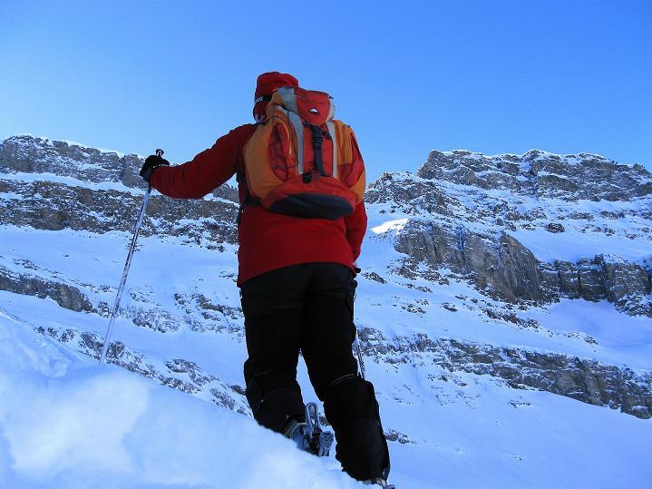 Foto: Andreas Koller / Ski Tour / Vom Gemmipass auf das Daubenhorn (2942 m) / Anstieg über eine breite rampe / 08.01.2009 01:26:21