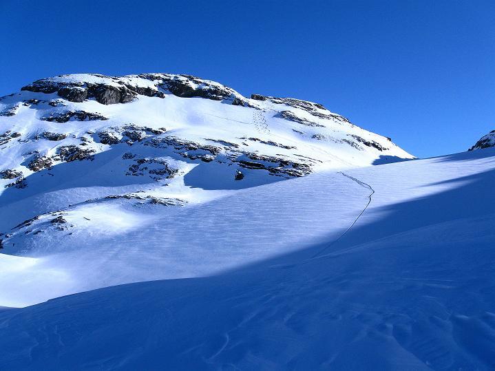 Foto: Andreas Koller / Ski Tour / Vom Gemmipass auf das Daubenhorn (2942 m) / DAubenhorngletscher und Daubenhorn / 08.01.2009 01:24:17