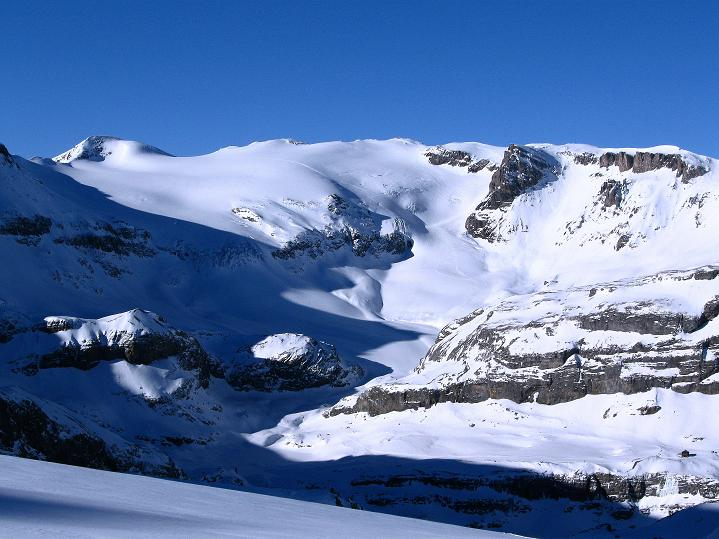 Foto: Andreas Koller / Ski Tour / Vom Gemmipass auf das Daubenhorn (2942 m) / Das dreigipfelige Wildstrubelmassiv (3244 m) / 08.01.2009 01:21:47