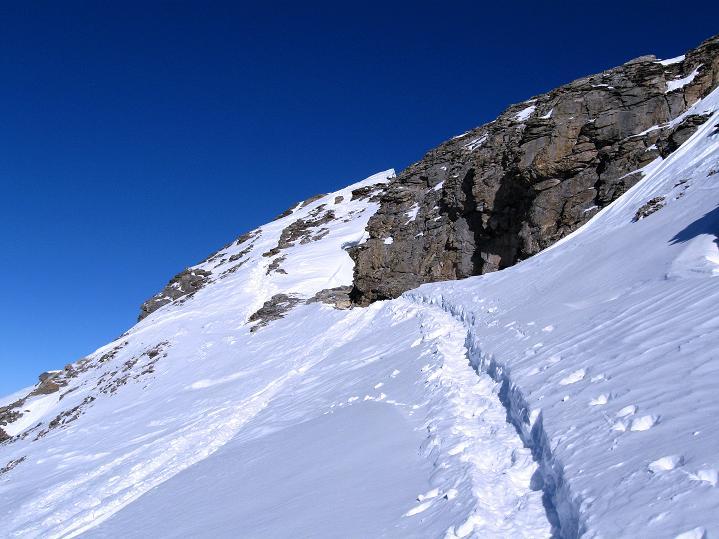 Foto: Andreas Koller / Ski Tour / Vom Gemmipass auf das Daubenhorn (2942 m) / Dre verwechtete Grat auf das Daubenhorn / 08.01.2009 01:18:07