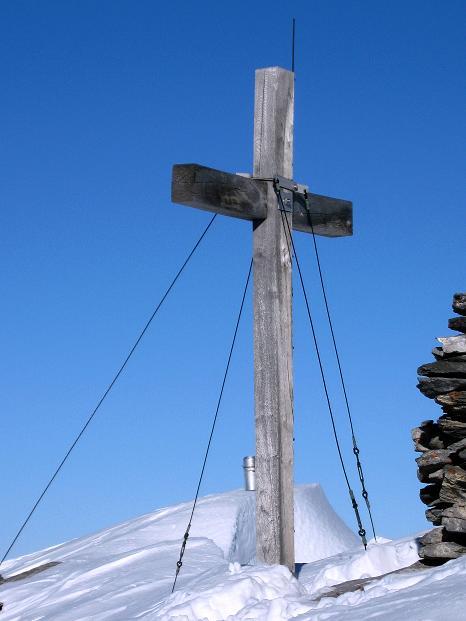 Foto: Andreas Koller / Ski Tour / Vom Gemmipass auf das Daubenhorn (2942 m) / Das Gipfelkreuz am Daubenhorn / 08.01.2009 01:14:43
