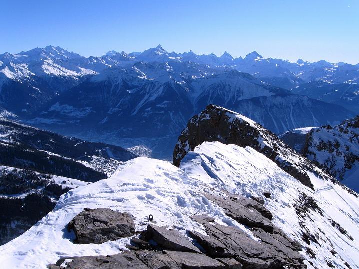 Foto: Andreas Koller / Ski Tour / Vom Gemmipass auf das Daubenhorn (2942 m) / Der Aufstiegsgrat und die Walliser Alpen im Hintergrund / 08.01.2009 01:13:37