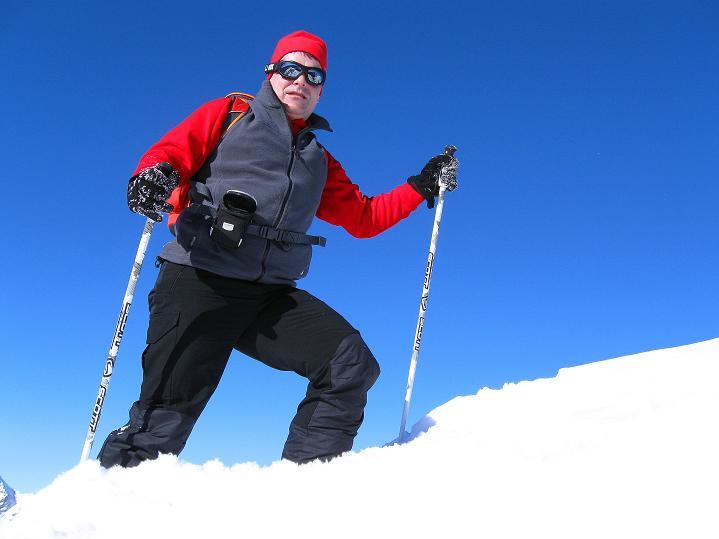 Foto: Andreas Koller / Ski Tour / Vom Gemmipass auf das Daubenhorn (2942 m) / Am Daubenhorn-Gipfel / 08.01.2009 01:13:12