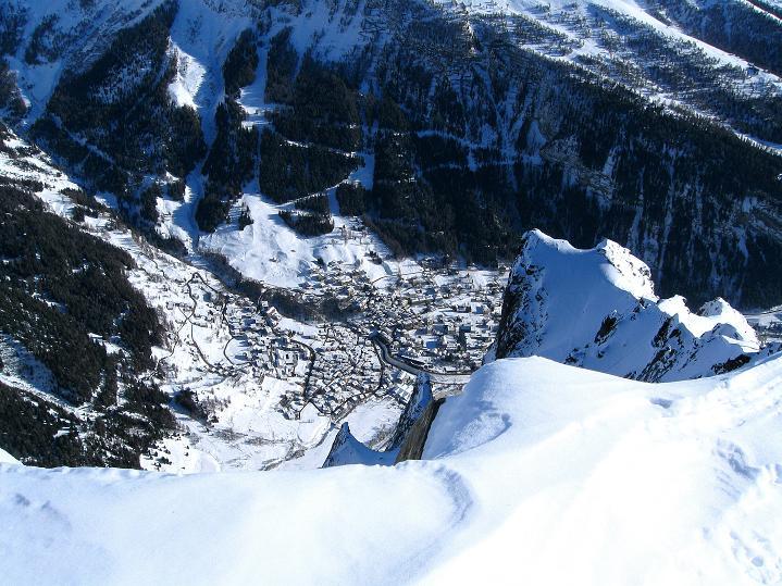 Foto: Andreas Koller / Ski Tour / Vom Gemmipass auf das Daubenhorn (2942 m) / 1500 m tiefer liegt Leukerbad / 08.01.2009 01:13:00