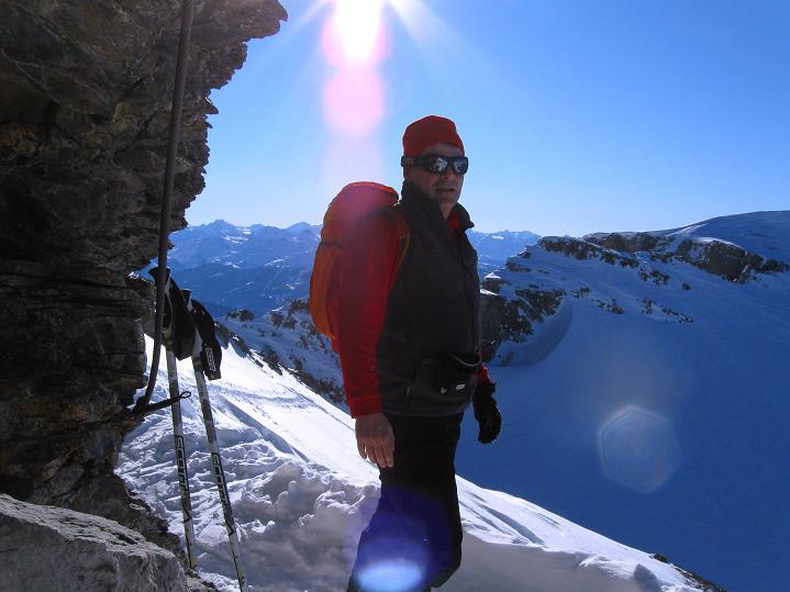 Foto: Andreas Koller / Ski Tour / Vom Gemmipass auf das Daubenhorn (2942 m) / Rast in der Felsscharte / 08.01.2009 01:11:24