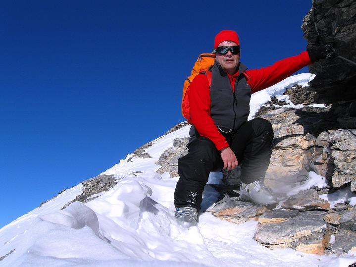 Foto: Andreas Koller / Ski Tour / Vom Gemmipass auf das Daubenhorn (2942 m) / Die Felsscharte / 08.01.2009 01:10:33