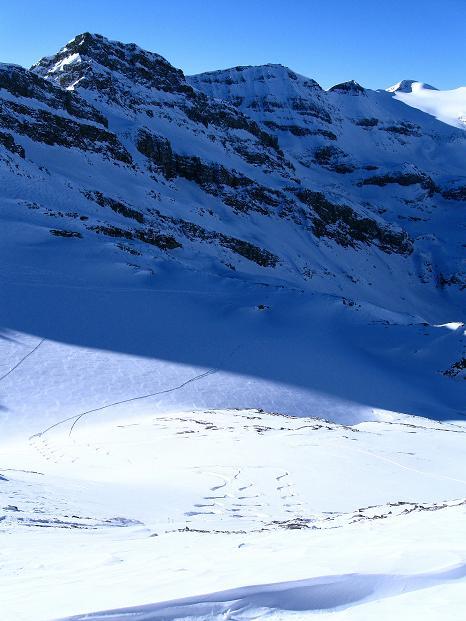 Foto: Andreas Koller / Ski Tour / Vom Gemmipass auf das Daubenhorn (2942 m) / Der Abfahrtshang zum Daubenhorngletscher / 08.01.2009 01:09:27