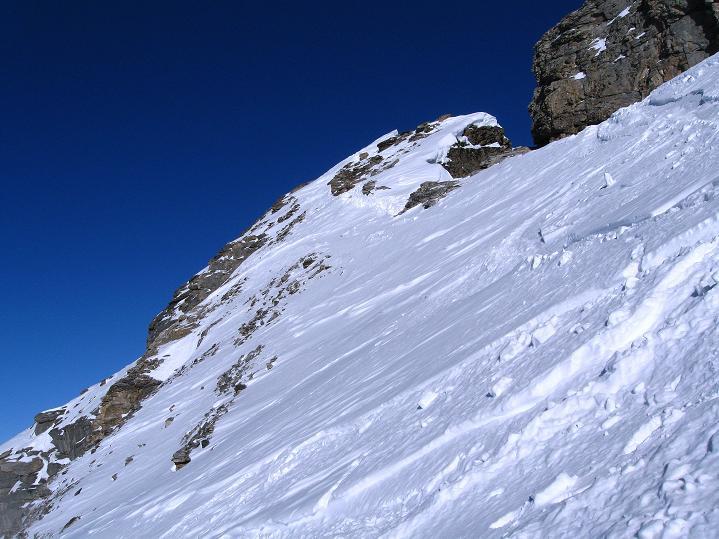 Foto: Andreas Koller / Ski Tour / Vom Gemmipass auf das Daubenhorn (2942 m) / Der Gipfelaufbau des Daubenhorn / 08.01.2009 01:07:27