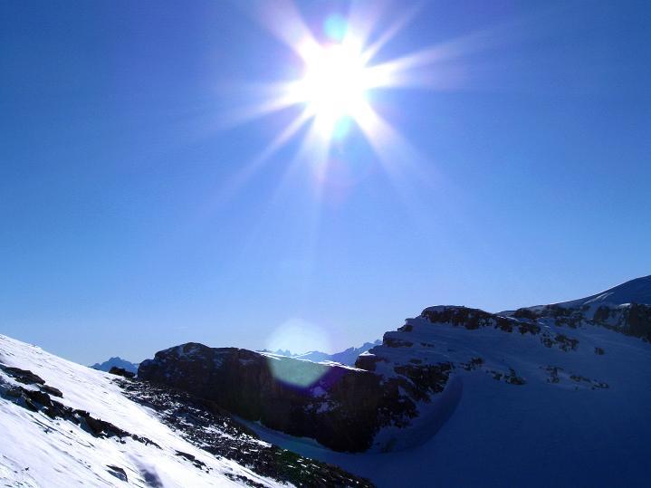 Foto: Andreas Koller / Ski Tour / Vom Gemmipass auf das Daubenhorn (2942 m) / Über das Daubenjoch schauen die Walliser Alpen / 08.01.2009 01:07:08