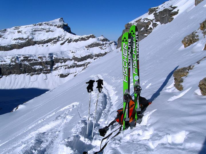 Foto: Andreas Koller / Ski Tour / Vom Gemmipass auf das Daubenhorn (2942 m) / Blick vom Skidepot auf das Steghorn (3146 m) / 08.01.2009 01:05:29