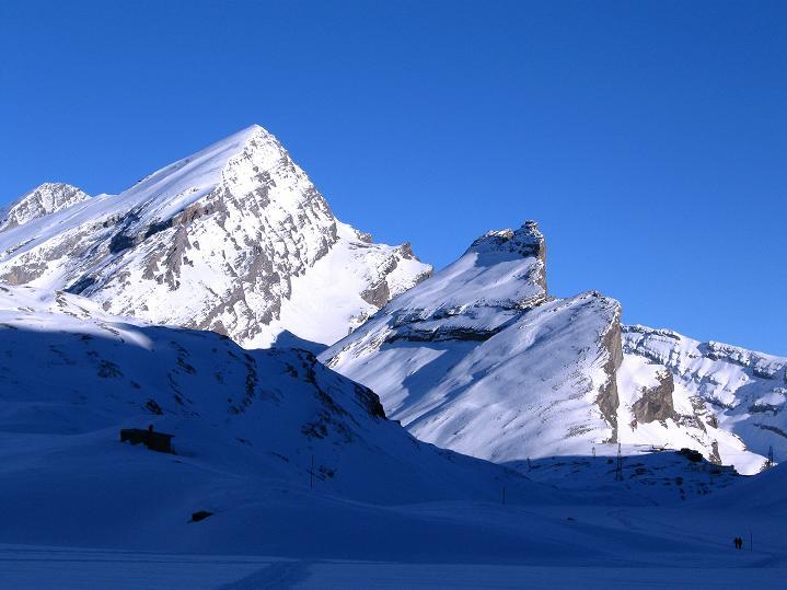Foto: Andreas Koller / Ski Tour / Vom Gemmipass auf das Daubenhorn (2942 m) / Rückkehr zum Gemmipass mit Rinderhorn (3448 m) und Balmhorn (3698 m) / 08.01.2009 01:04:39