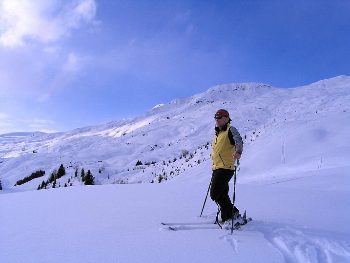 Foto: Andreas Koller / Ski Tour / Aus dem Val Lumnezia auf den Piz Sezner (2309m) / Die weiten Hänge zum Piz Sezner / 08.01.2009 22:05:01