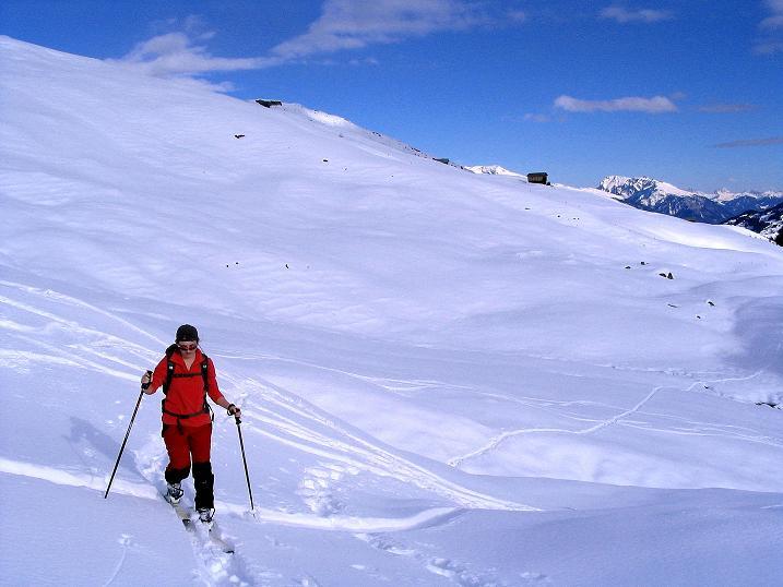 Foto: Andreas Koller / Ski Tour / Aus dem Val Lumnezia auf den Piz Sezner (2309m) / Über weite Almflächen zum Piz Sezner / 08.01.2009 22:04:23