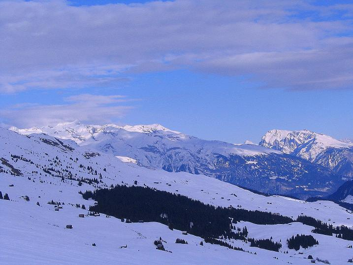 Foto: Andreas Koller / Ski Tour / Aus dem Val Lumnezia auf den Piz Sezner (2309m) / Blick in die Glarner Alpen / 08.01.2009 22:02:59