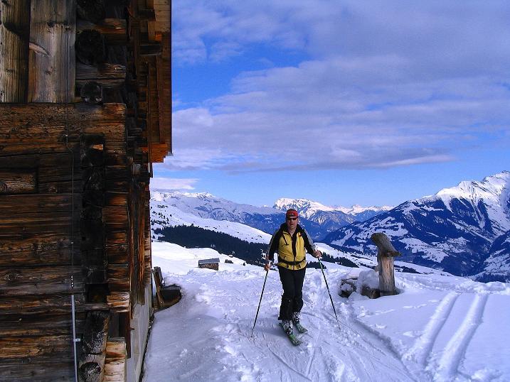 Foto: Andreas Koller / Ski Tour / Aus dem Val Lumnezia auf den Piz Sezner (2309m) / Almhütten geben die Richtung vor / 08.01.2009 22:02:32