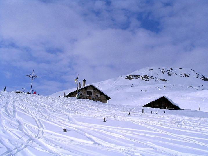 Foto: Andreas Koller / Ski Tour / Aus dem Val Lumnezia auf den Piz Sezner (2309m) / Die Alp Sezner / 08.01.2009 22:01:56
