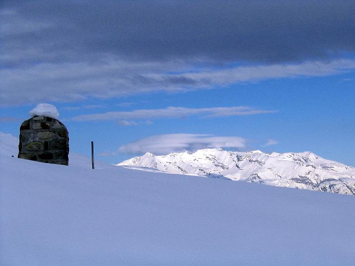 Foto: Andreas Koller / Ski Tour / Aus dem Val Lumnezia auf den Piz Sezner (2309m) / Blick in die Glarner Alpen / 08.01.2009 22:00:38