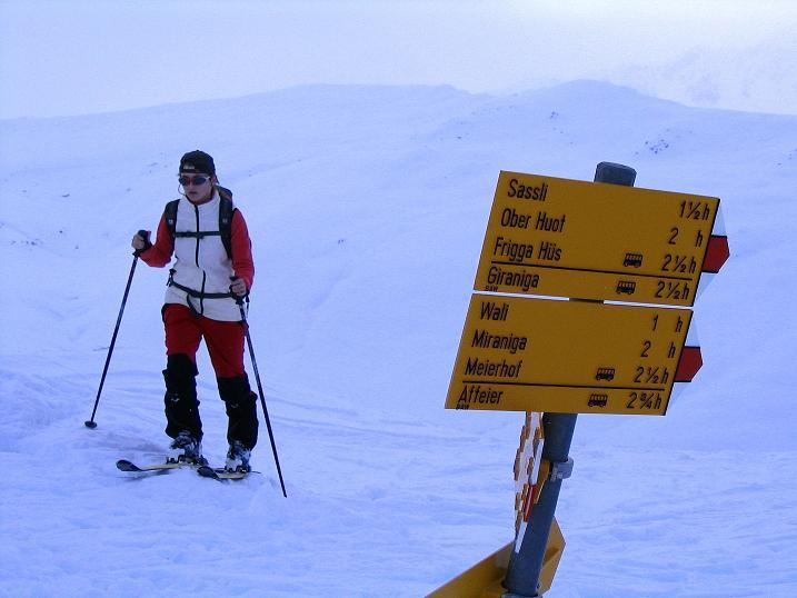 Foto: Andreas Koller / Ski Tour / Aus dem Val Lumnezia auf den Piz Sezner (2309m) / Ankunft am Piz Sezner / 08.01.2009 21:59:24