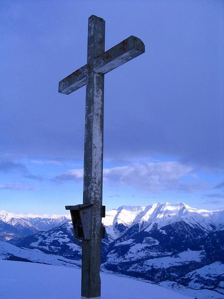 Foto: Andreas Koller / Ski Tour / Aus dem Val Lumnezia auf den Piz Sezner (2309m) / Gipfelkreuz am Piz Sezner / 08.01.2009 21:58:53