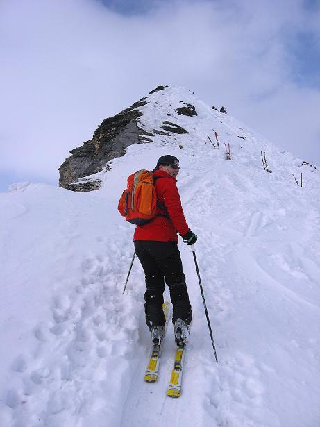 Foto: Andreas Koller / Ski Tour / Piz da Vrin (2563m) / Die letzten Meter zum Skidepot unterhalb des Piz da Vrin / 09.01.2009 00:24:44