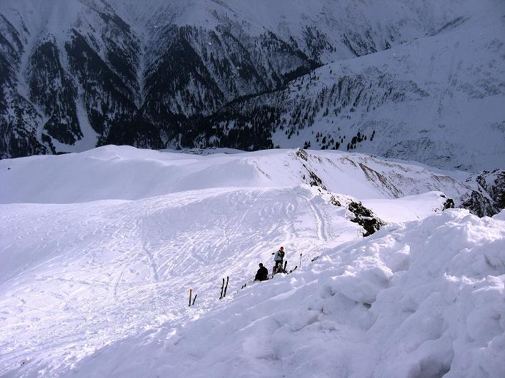 Foto: Andreas Koller / Ski Tour / Piz da Vrin (2563m) / Blick ins Tal nach San Giusen und zum Skidepot / 09.01.2009 00:22:03