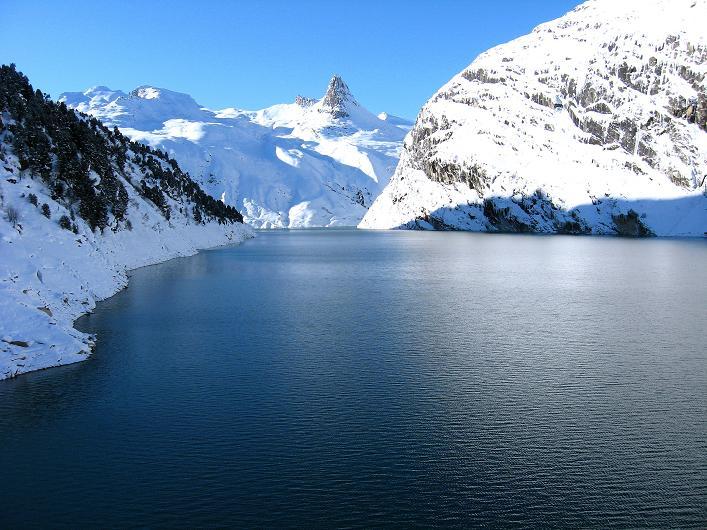 Foto: Andreas Koller / Ski Tour / Vom Zervreilasee auf das Frunthorn (3030m) / Der Zervreila-Stausee / 09.01.2009 22:30:58