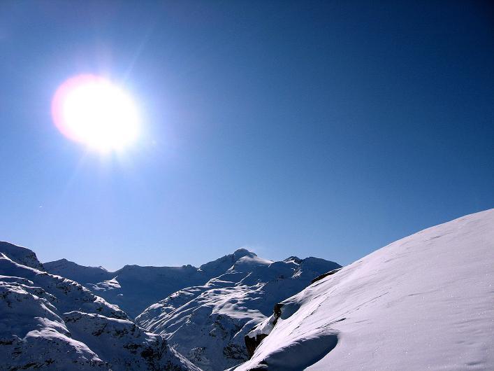 Foto: Andreas Koller / Ski Tour / Vom Zervreilasee auf das Frunthorn (3030m) / Strahlender Sonnenschein in den Adula Alpen / 09.01.2009 22:26:29
