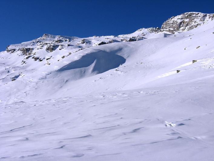 Foto: Andreas Koller / Ski Tour / Vom Zervreilasee auf das Frunthorn (3030m) / Links das Frunthorn / 09.01.2009 22:25:40