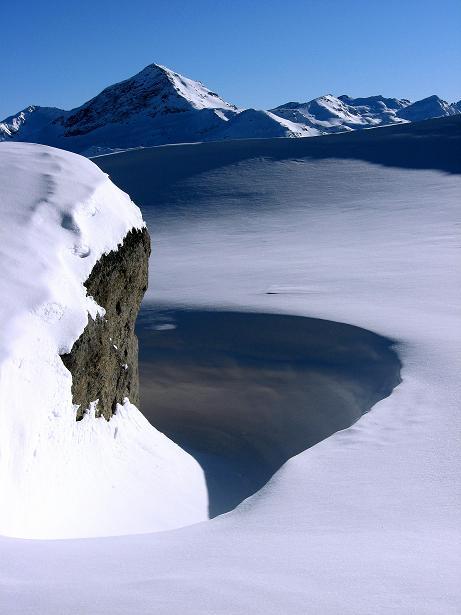 Foto: Andreas Koller / Ski Tour / Vom Zervreilasee auf das Frunthorn (3030m) / Blick zum Fanellhorn (3124 m) / 09.01.2009 22:24:26