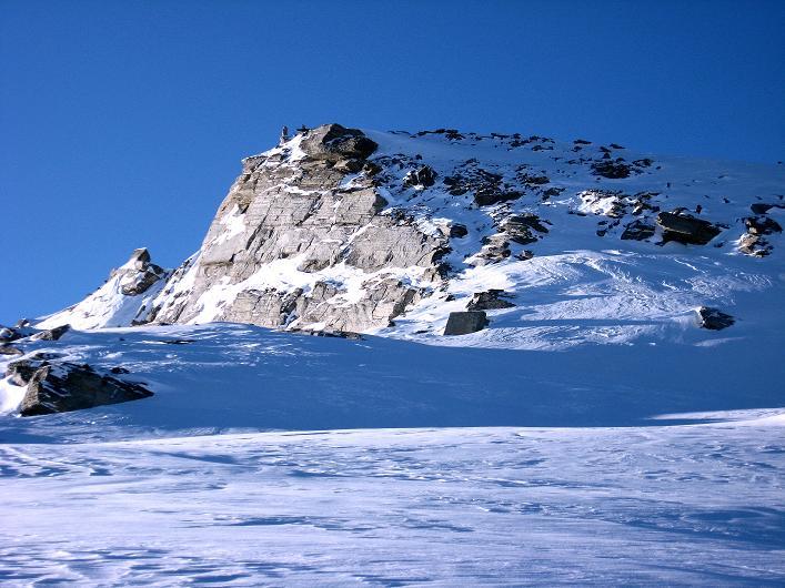 Foto: Andreas Koller / Ski Tour / Vom Zervreilasee auf das Frunthorn (3030m) / Der steile Gipfelaufbau / 09.01.2009 22:23:57