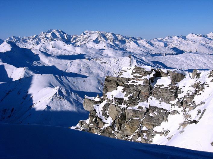 Foto: Andreas Koller / Ski Tour / Vom Zervreilasee auf das Frunthorn (3030m) / Blick vom Gipfelgrat zum Tödi (3614 m) / 09.01.2009 22:23:30