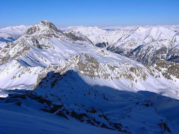 Foto: Andreas Koller / Ski Tour / Vom Zervreilasee auf das Frunthorn (3030m) / Blick nach N / 09.01.2009 22:21:47