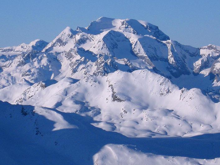 Foto: Andreas Koller / Ski Tour / Vom Zervreilasee auf das Frunthorn (3030m) / König der Glarner Alpen: der Tödi (3614 m) / 09.01.2009 22:20:48