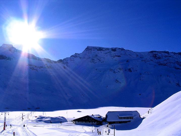 Foto: Andreas Koller / Ski Tour / Von der Engstligenalp auf das Chindbettihorn (2691m) / Engstligenalp gegen Großstrubel (3243 m) / 09.01.2009 23:50:40