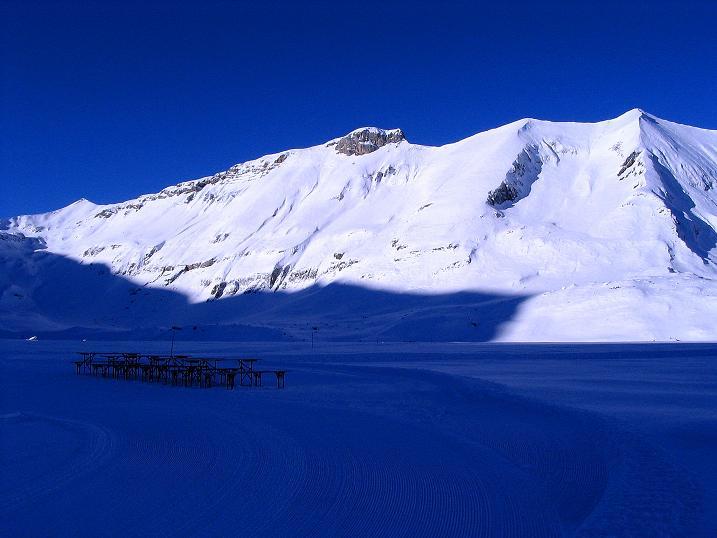 Foto: Andreas Koller / Ski Tour / Von der Engstligenalp auf das Chindbettihorn (2691m) / Engstligenalp mit Ammertenhorn (2614 m) / 09.01.2009 23:50:20
