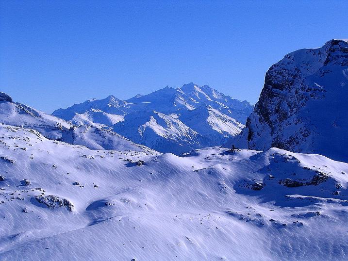 Foto: Andreas Koller / Ski Tour / Von der Engstligenalp auf das Chindbettihorn (2691m) / Aussicht bis zum Dom (4545 m) / 09.01.2009 23:44:49