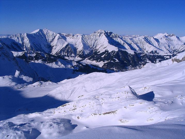 Foto: Andreas Koller / Ski Tour / Von der Engstligenalp auf das Chindbettihorn (2691m) / Blick Richtung Adelboden / 09.01.2009 23:43:03