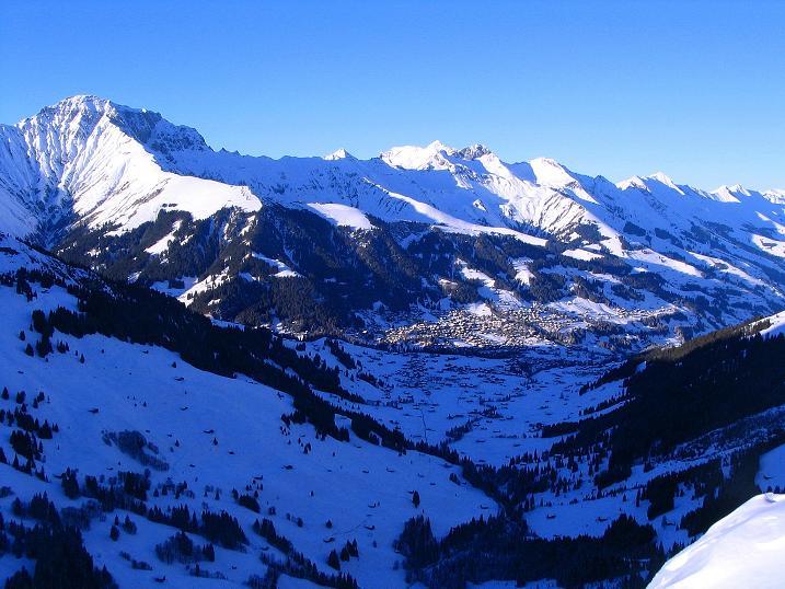 Foto: Andreas Koller / Ski Tour / Von der Engstligenalp auf das Chindbettihorn (2691m) / Blick auf Adelboden / 09.01.2009 23:37:48
