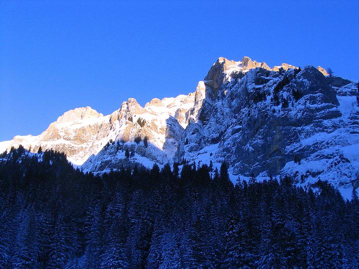 Foto: Andreas Koller / Ski Tour / Von der Engstligenalp auf das Chindbettihorn (2691m) / Zurück im Talschluss Birg / 09.01.2009 23:37:32